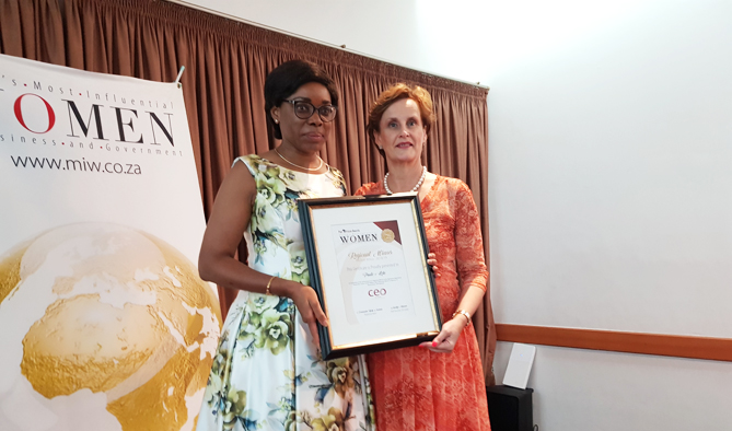 Le DG Mme KOKI accompagnée d'Annelize Wepener aux CEO Global Awards du 20 Octobre 2018.